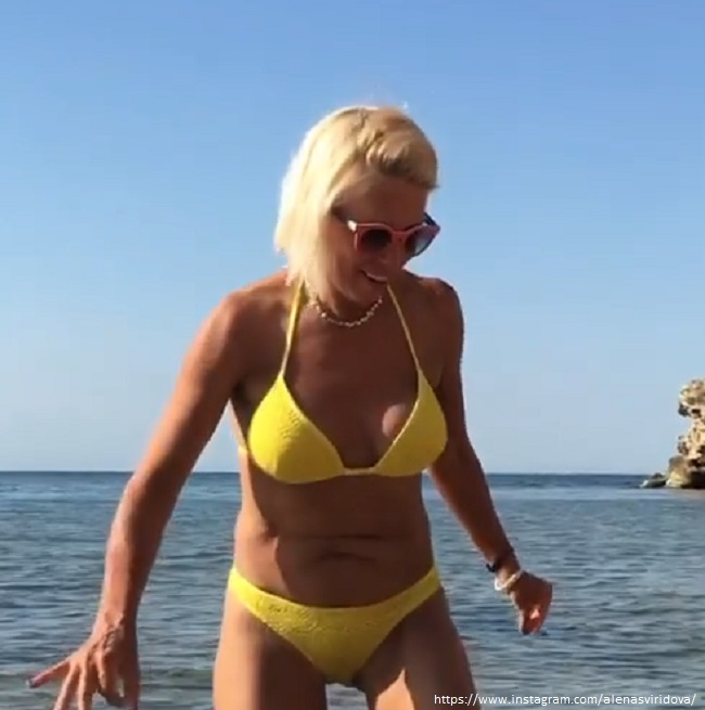 Алена Свиридова в купальнике
