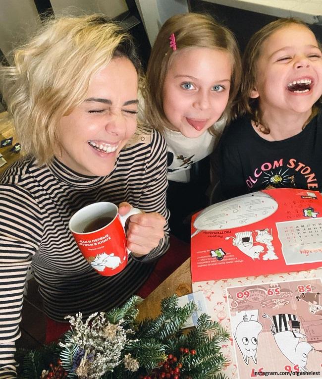 Ольга Шелест с дочерьми Музой и Айрис