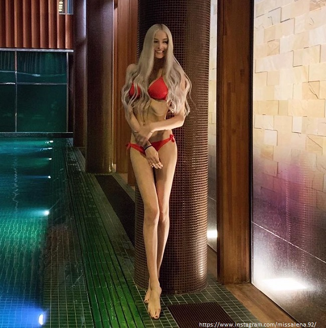 Алена Шишкова в купальнике