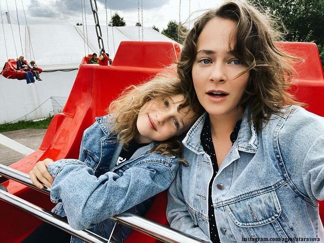 Аглая Тарасова с сестрой Софией