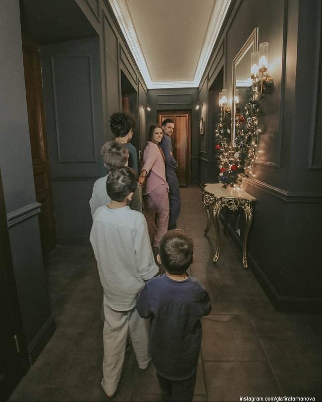 Глафира Тарханова и Алексей Фаддеев с сыновьями