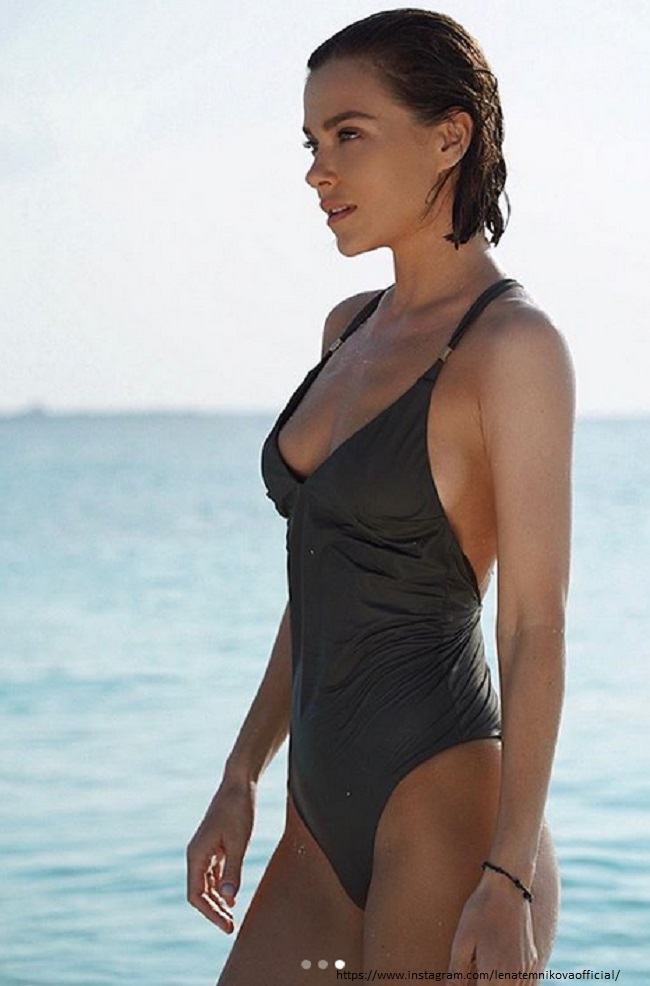 Елена Темникова в купальнике