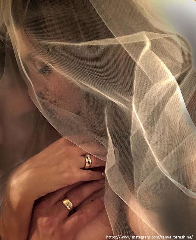 «Мой мистер Grey . Сегодня и навсегда #forevertogether 15.09.2018 Поздравляйте нас?», подписала фото Татьяна Терешина