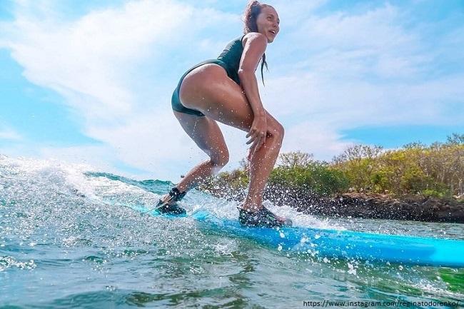 Регина Тодоренко на серфе
