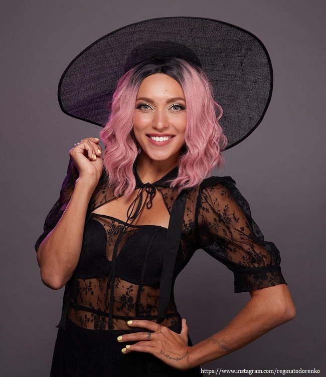 Регина Тодоренко с розовыми волосами