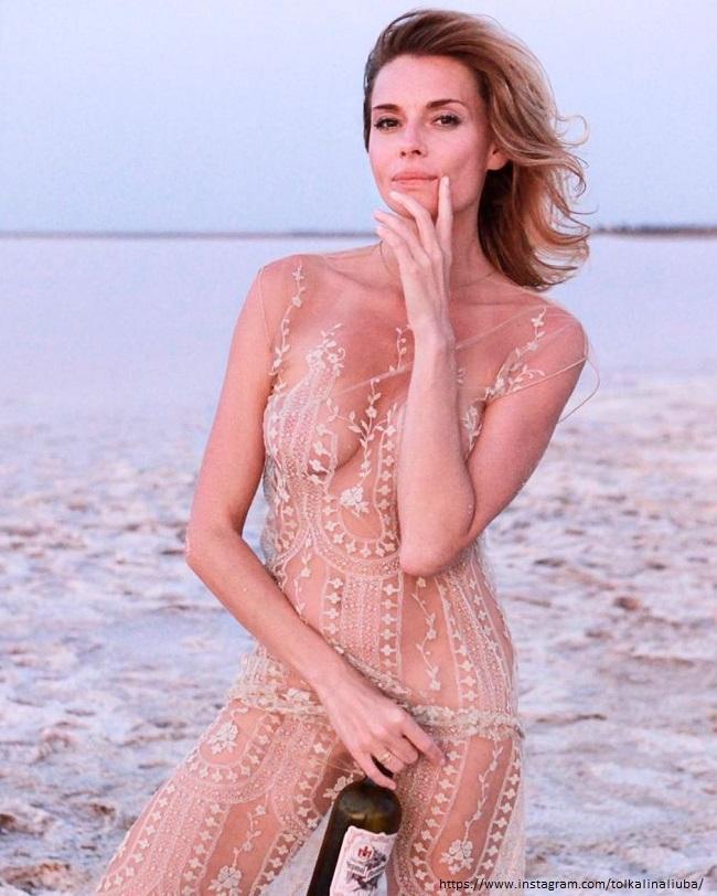 Любовь Толкалина в голом платье