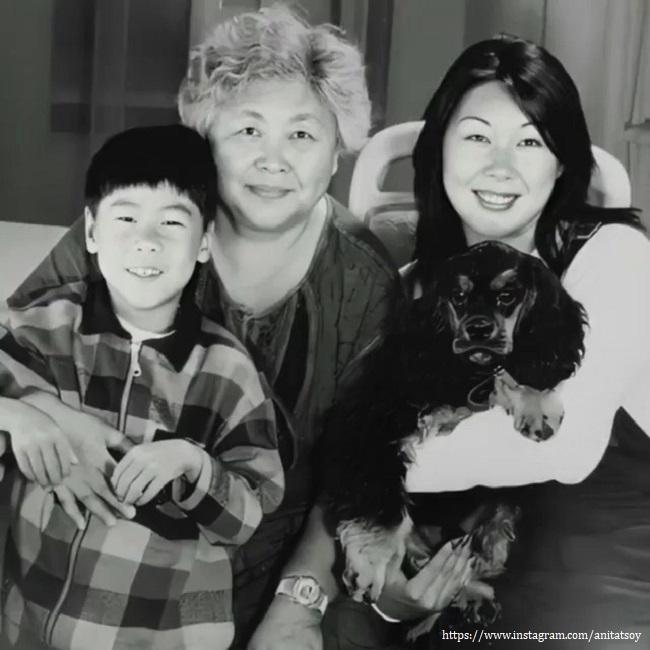 Анита Цой с мамой и сыном