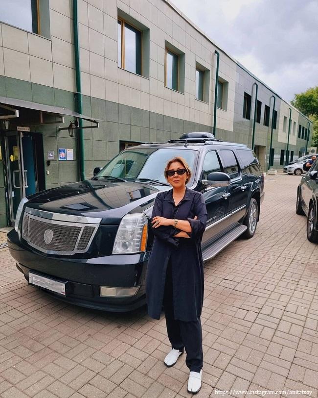 Анита Цой продола свой автомобиь