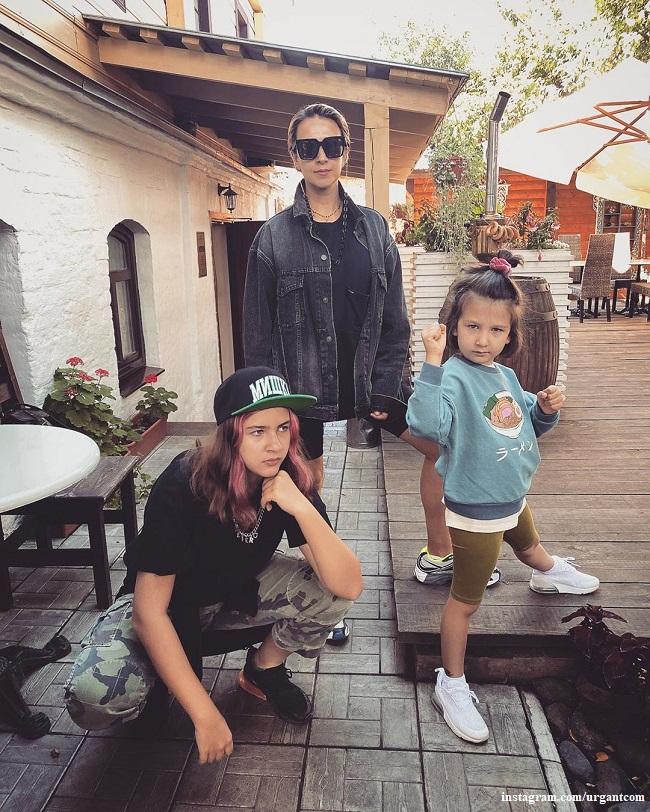 Наталья Кикнадзе с дочерьми