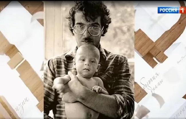 Андрей Ургант с сыном Ваней. Кадр передачи