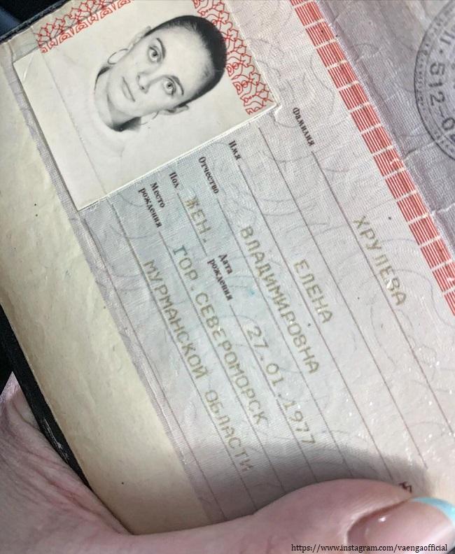 Elena Vaenga showed her passport