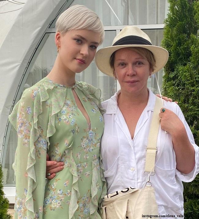 Елена Валюшкина с дочерью Марией