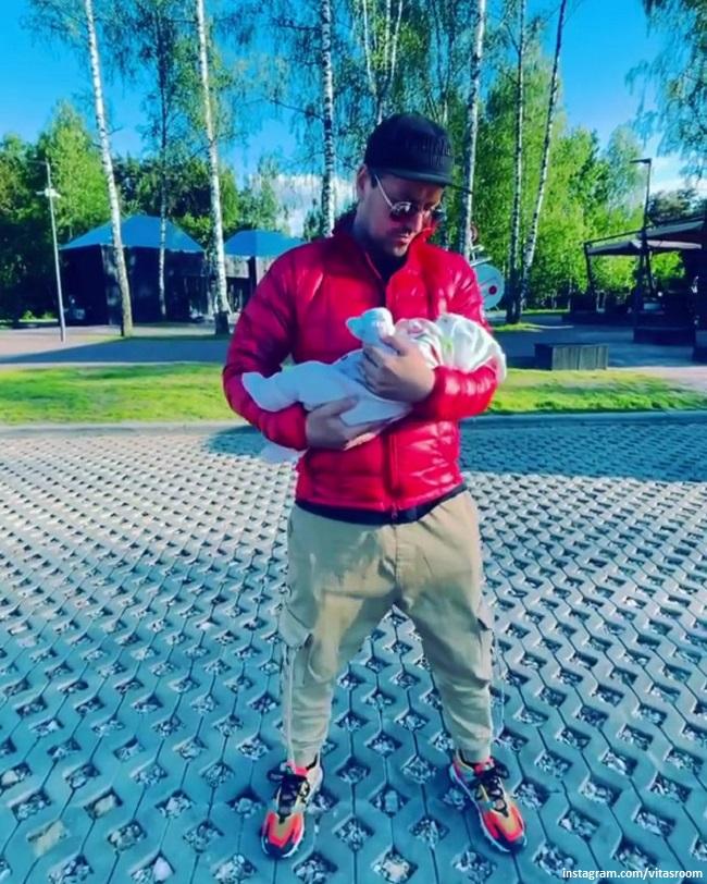 Витас с новорожденной дочерью