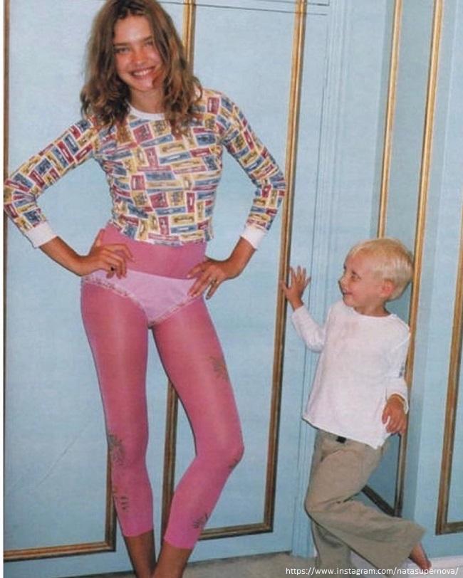 Наталья Водянова в трусах с сыном