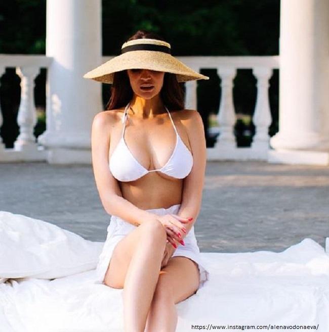 Алена Водонаева в купальнике