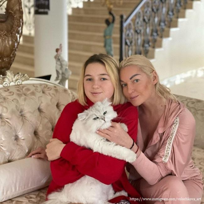 Анастасия Волочкова с дочерьюе