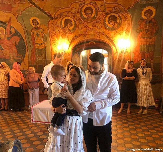Татьяна Челышева с сыном Адамом и Алексей Воробьев на крестинах