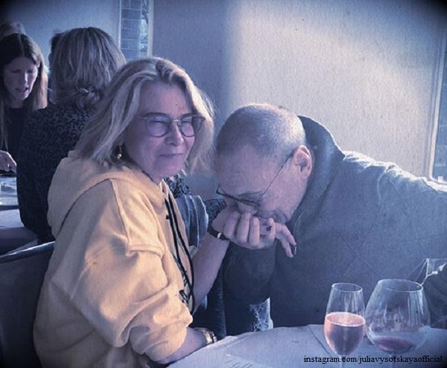 Юлия Высоцкая и Андрей Кончаловский отмечают венчание