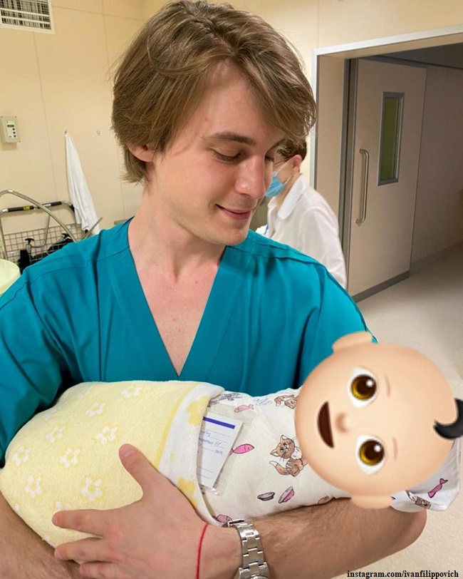Иван Янковский с новорожденным сыном