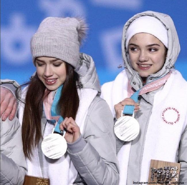 Алина Загитова и Евгения Медведева с серебряными медалями