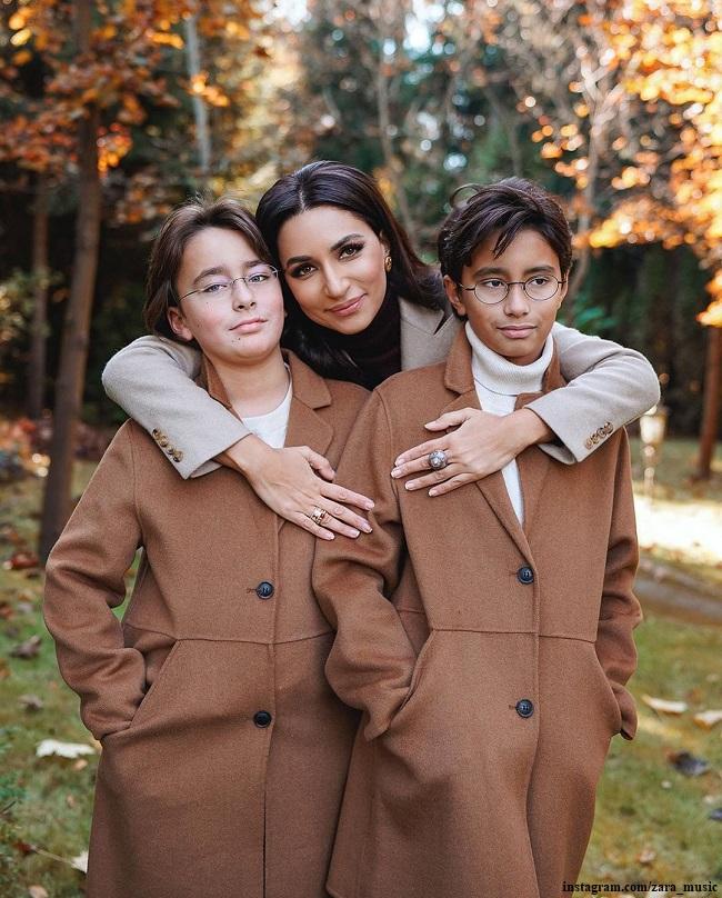 Певица Зара с сыновьями