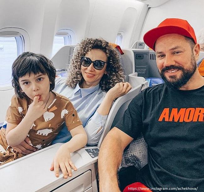 Анфиса Чехова с сыном и новым возлюбленным