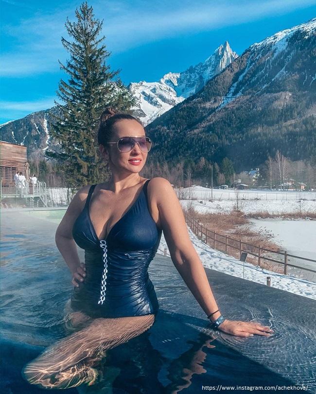 Анфиса Чехова в купальнике
