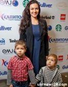 Подробнее: Юлия Такшина ездит на съемки вместе с детьми
