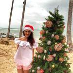 Подробнее: Алсу поставила новогоднюю елку среди пальм прямо на пляже