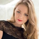 Подробнее: Карина Разумовской мечтает о собственном ресторане, любит вышивку и косметический салон.