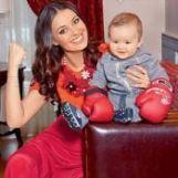 Подробнее: Оксане Федоровой помогает нянчиться с новорожденной малюткой годовалый сын
