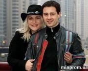 Подробнее: Антон Макарский вместе с женой строят пятиэтажный дом