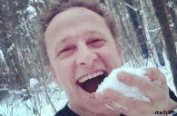 Подробнее: Иван Охлобыстин занимается поеданием снега