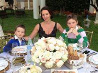 Подробнее: Алика Смехова отмечает 13-летие сына