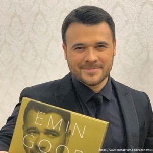 Подробнее:  Эмин Агаларов показал, как он выглядел в 17 лет