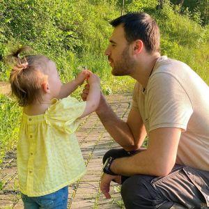 Подробнее: Эмин Агаларов показал, как играет с младшей дочерью