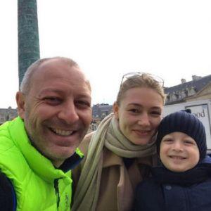Подробнее: Оксана Акиньшина отдохнула в Париже с мужем и сыном