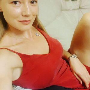 Подробнее: Оксана Акиньшина танцевала на сцене во время концерта бывшего возлюбленного