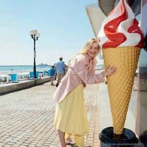 Подробнее: Оксана Акиньшина опубликовала откровенное фото в бикини с отдыха в Греции