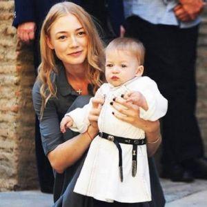 Подробнее: Оксана Акиньшина опубликовала снимки с крестин сына