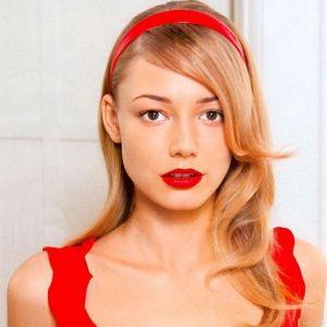 Подробнее: Оксана Акиньшина в трейлере к фильму «SOS, Дед Мороз или Все сбудется!»