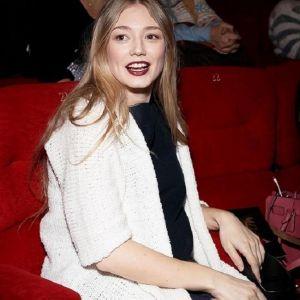 Подробнее: Беременная Оксана Акиньшина появилась на публике в обтягивающем платье