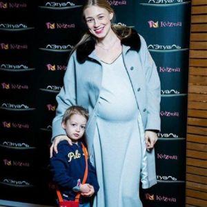 Подробнее: Беременная Оксана Акиньшина снялась в модной фотосессии