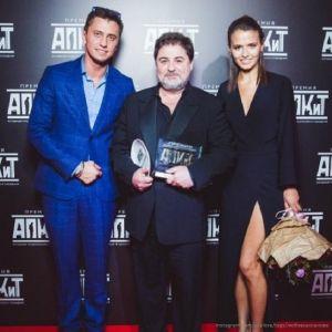 Подробнее: Любовь Аксенова показала забавное фото с Павлом Прилучным во время съемок  «Мажора 3»