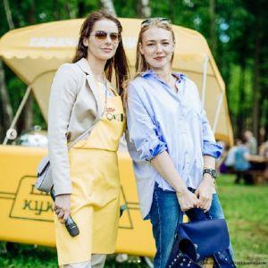 Подробнее: Марина Александрова с Оксаной Акиньшиной пришли на субботник-пикник с сыновьями