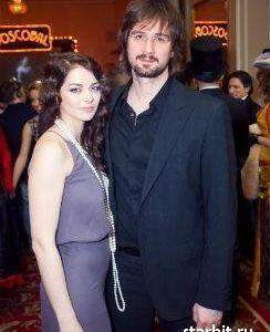 Подробнее: Марина Александрова втайне от всех повенчалась