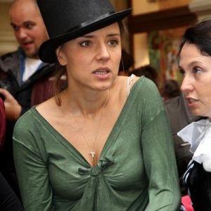 Подробнее: Ксения Алферова на открытии магазина показала бюст