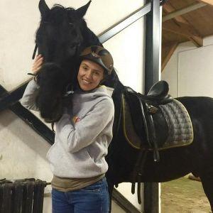 Подробнее: Ксения Алферова занялась верховой ездой