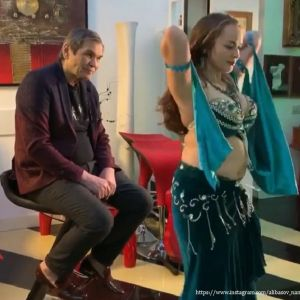 Подробнее: Бари Алибасов схватил за попу молодую танцовщицу