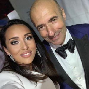 Подробнее: Алсу в элегантном костюме сверкнула бриллиантами на сцене в Дубае